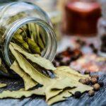 Feuilles de laurier une épice simple à la saveur complexe