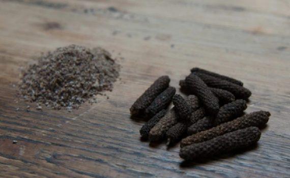 Comment moudre du poivre long ?